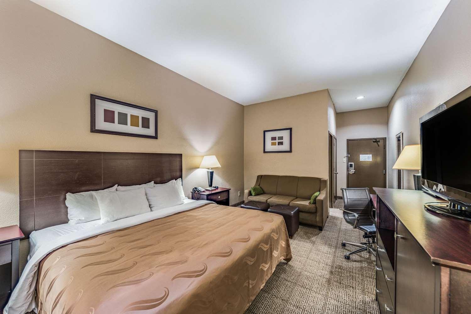 Room - Quality Inn near Baylor Medical Center Plano