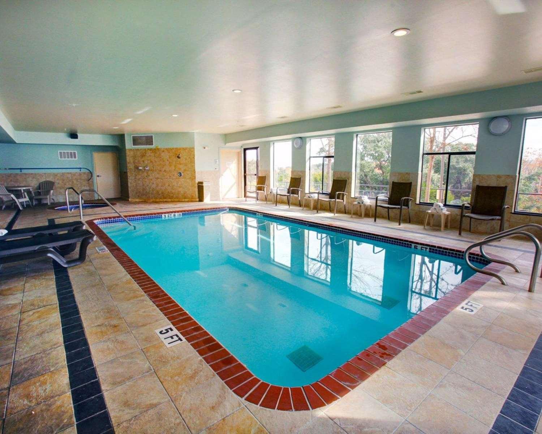 Pool - Comfort Suites Georgetown