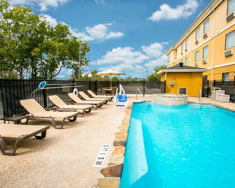 Pool - Sleep Inn & Suites New Braunfels