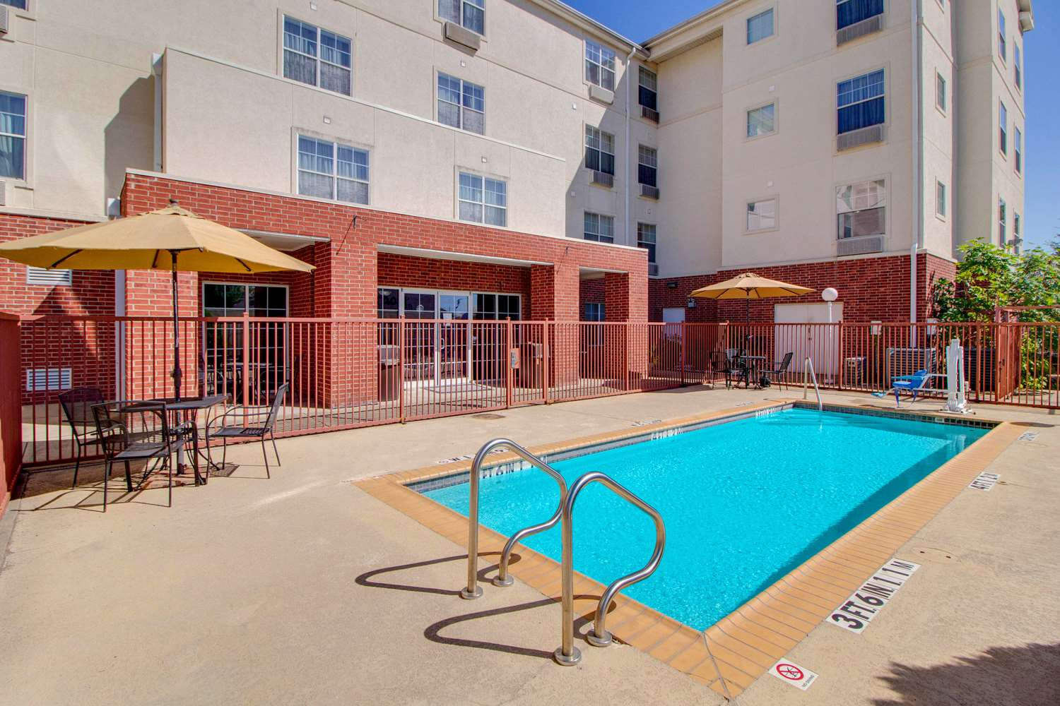 Pool - MainStay Suites Medical Center Houston