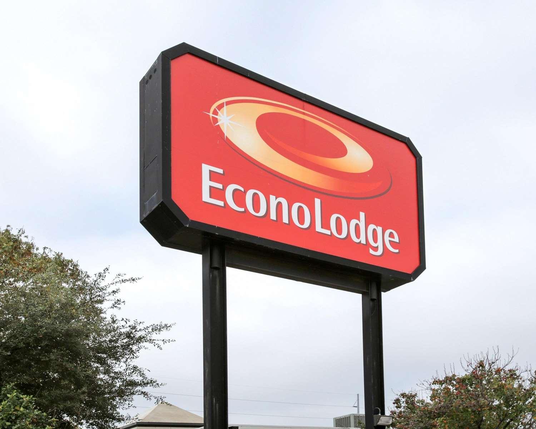 Exterior view - Econo Lodge Austin