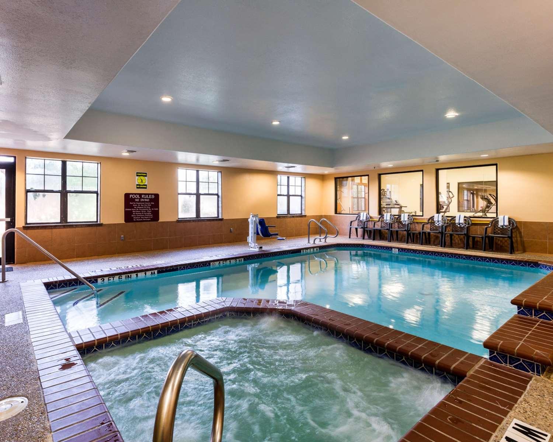 Pool - Comfort Suites Webster