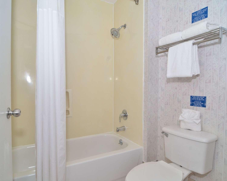 Room - Econo Lodge South San Antonio