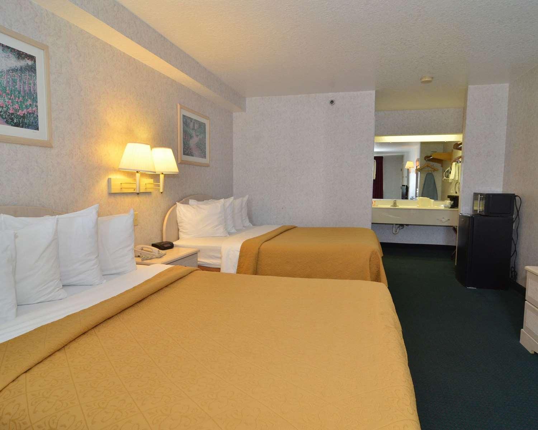 Suite - Econo Lodge South San Antonio