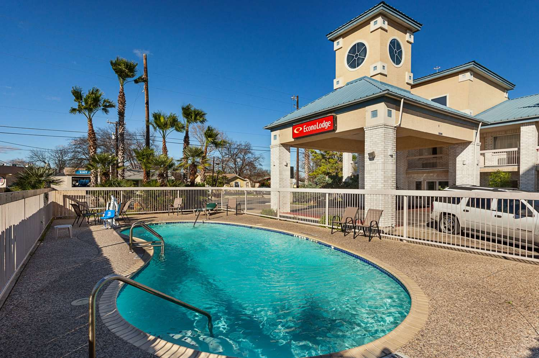 Pool - Econo Lodge South San Antonio