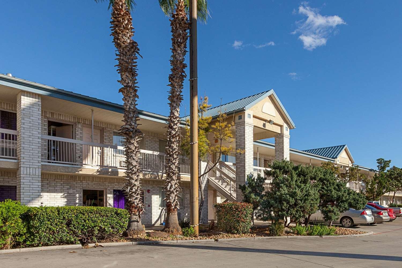 Exterior view - Econo Lodge South San Antonio