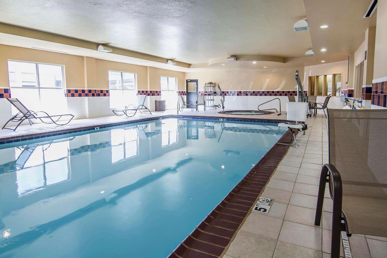 Pool - Quality Inn & Suites Dallas