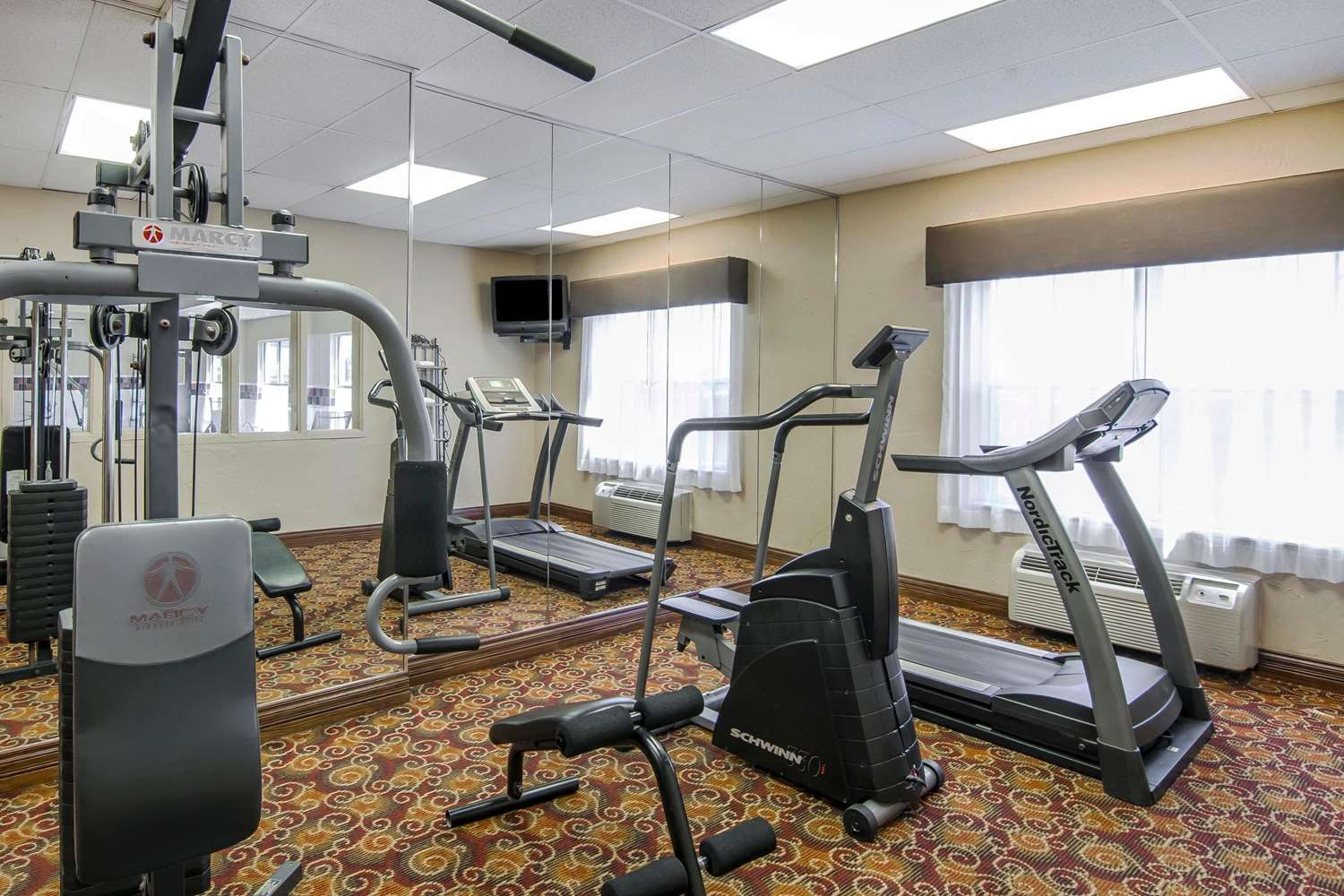 Fitness/ Exercise Room - Quality Inn & Suites Dallas