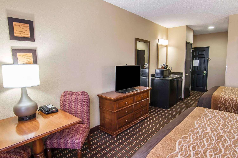 Room - Quality Inn & Suites Dallas