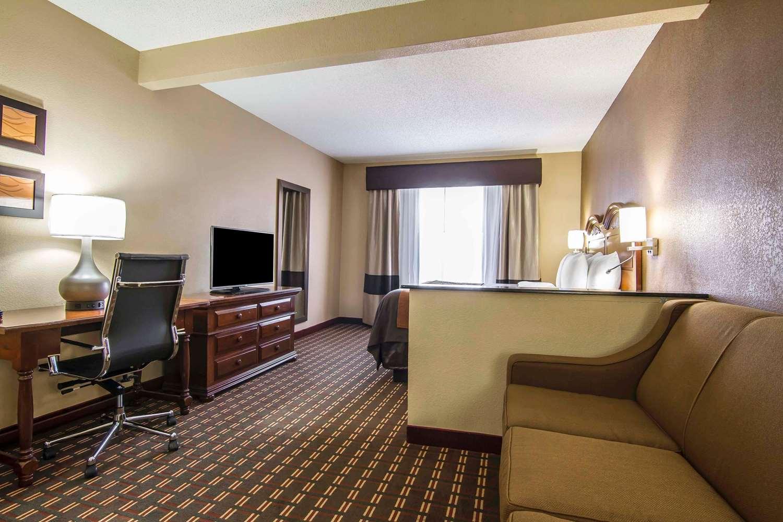 Suite - Quality Inn & Suites Dallas