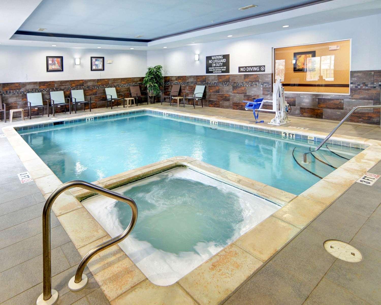 Pool - Comfort Suites Kilgore