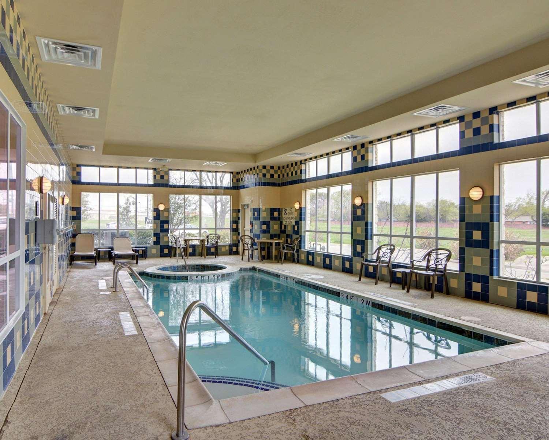 Pool - Comfort Inn & Suites Corinth