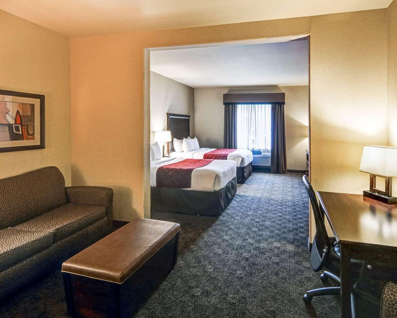 Suite - Comfort Suites Arlington