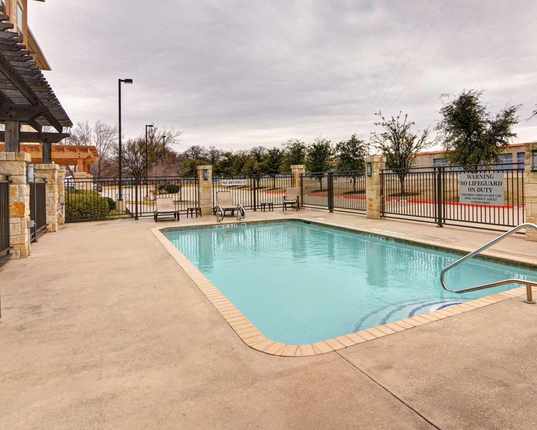 Pool - Comfort Suites Arlington