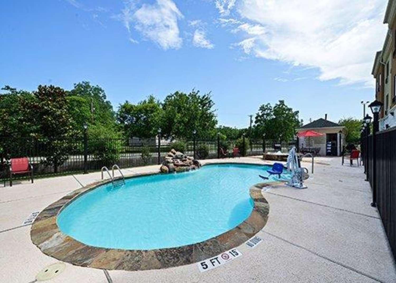 Pool - Comfort Suites Bay City