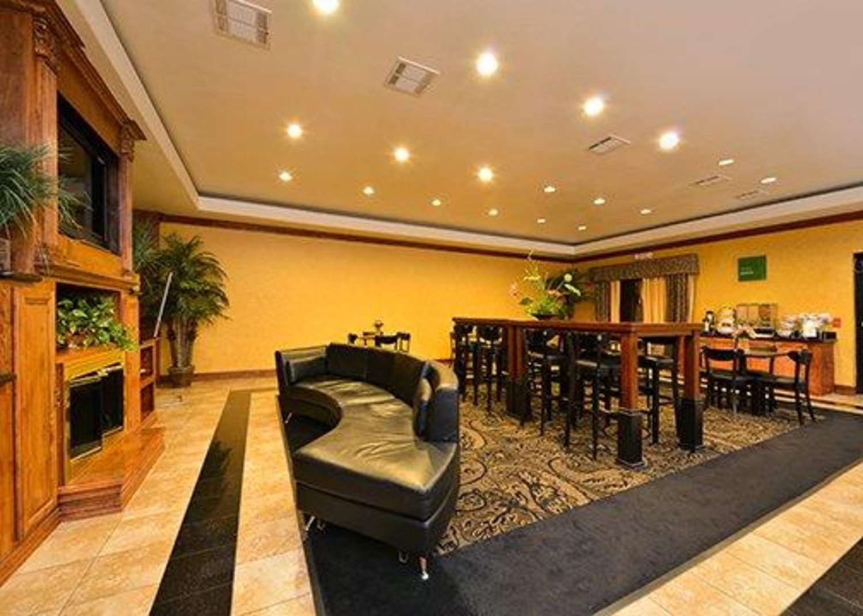 Restaurant - Comfort Suites Bay City