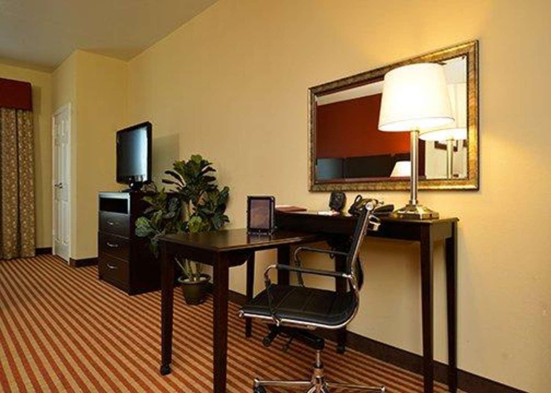 Room - Comfort Suites Bay City