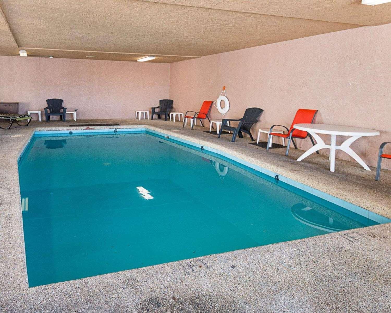 Pool - Econo Lodge San Angelo