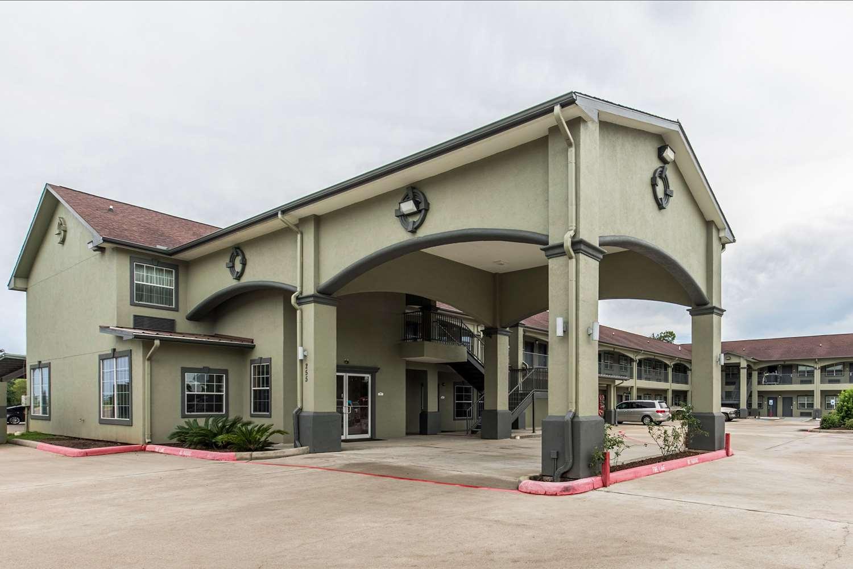 Exterior view - Econo Lodge Inn & Suites Bridge City