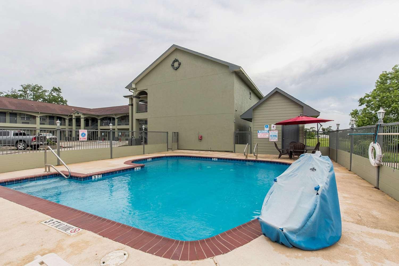 Pool - Econo Lodge Inn & Suites Bridge City