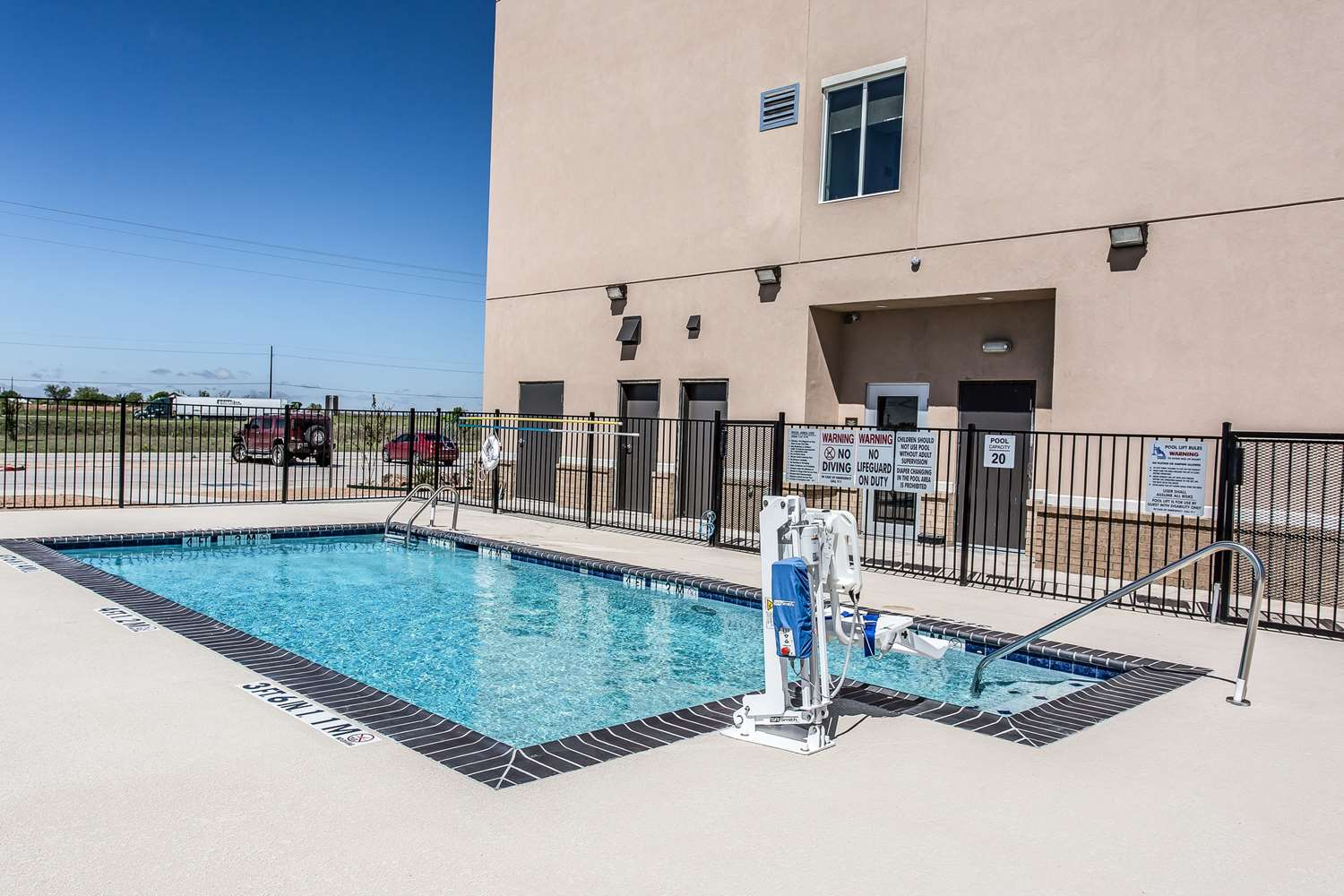 Pool - Comfort Inn & Suites Snyder