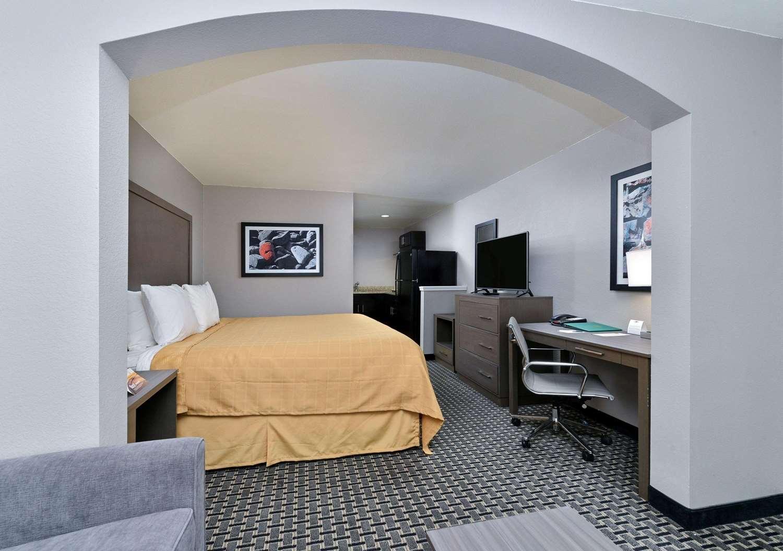 Room - Quality Inn & Suites Cotulla