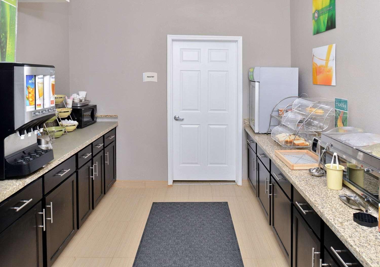 Restaurant - Quality Inn & Suites Cotulla