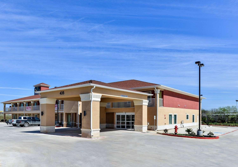Exterior view - Quality Inn & Suites Cotulla
