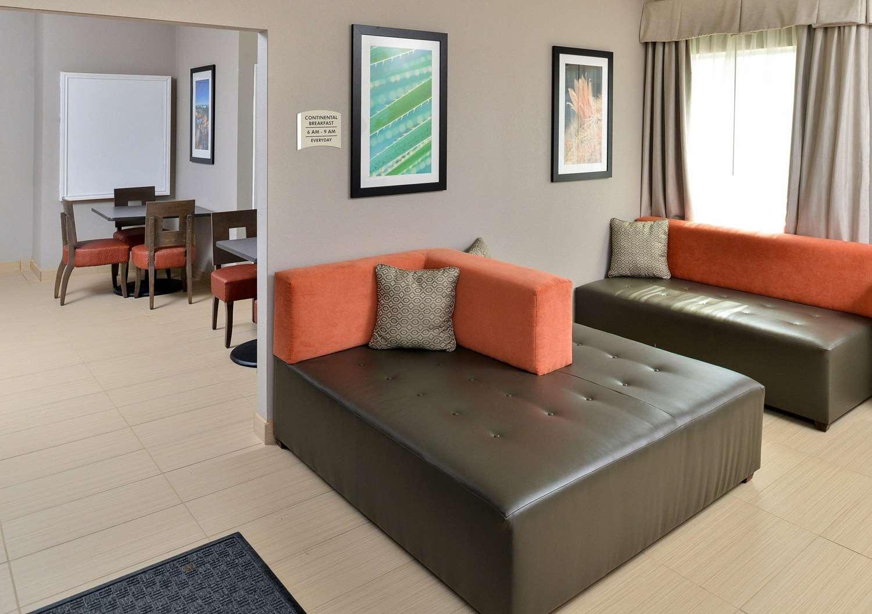 Lobby - Quality Inn & Suites Cotulla