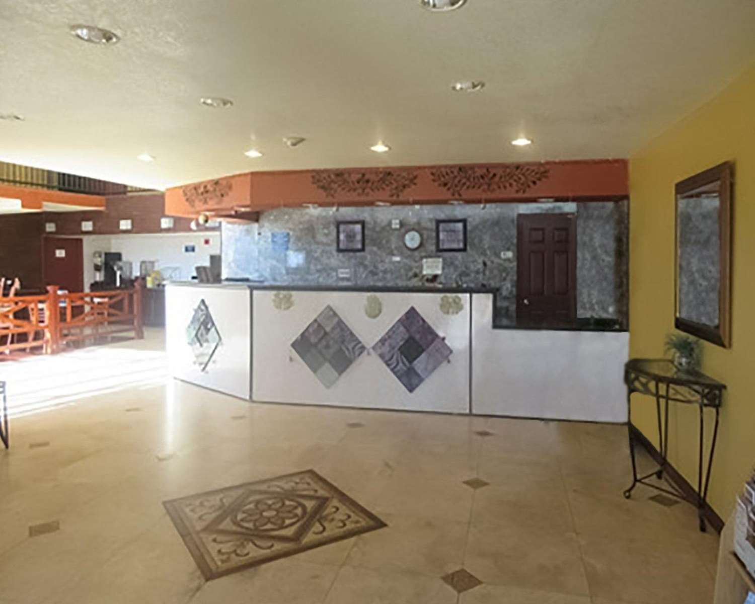 Lobby - Econo Lodge Inn & Suites Tyler