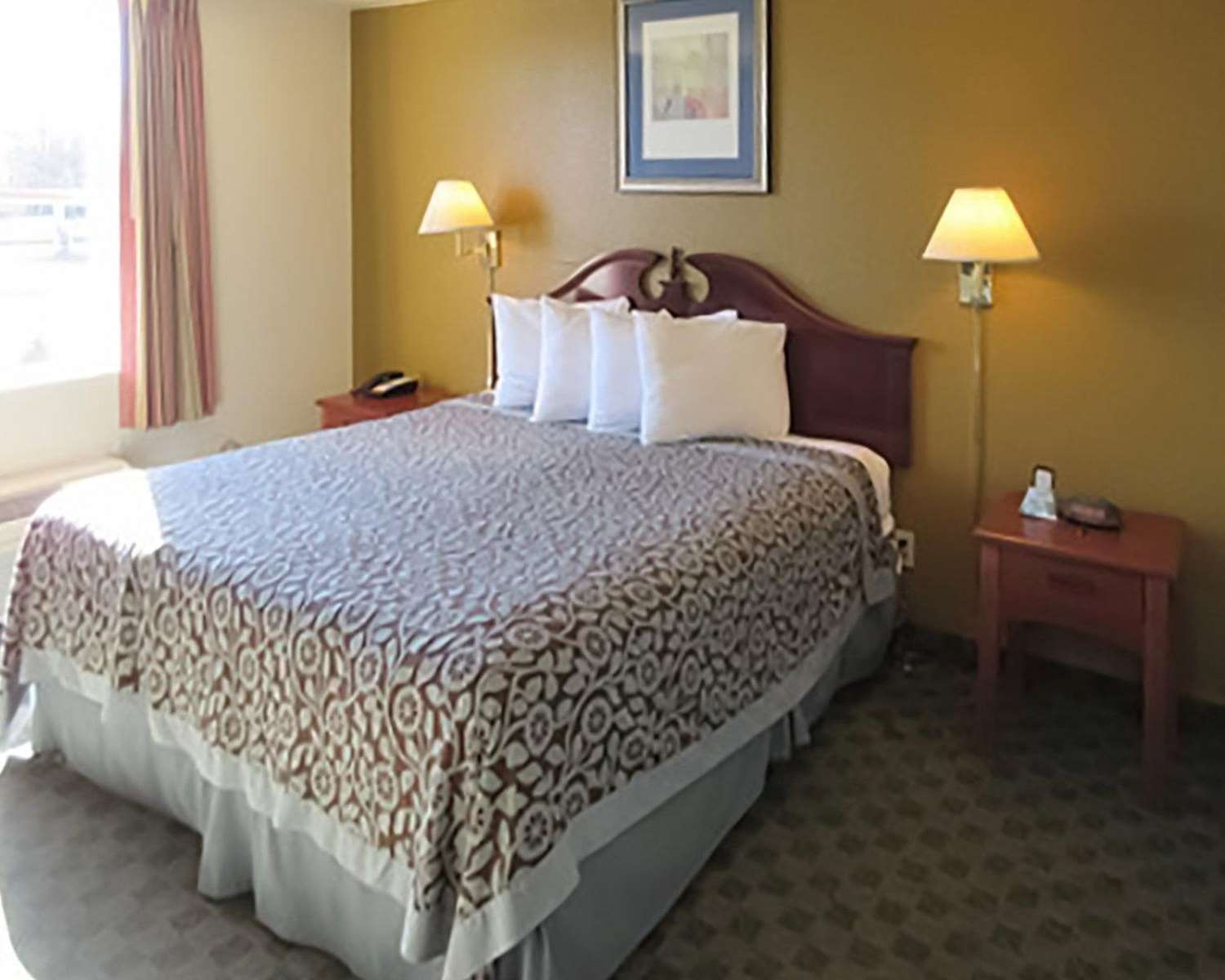 Room - Econo Lodge Inn & Suites Tyler