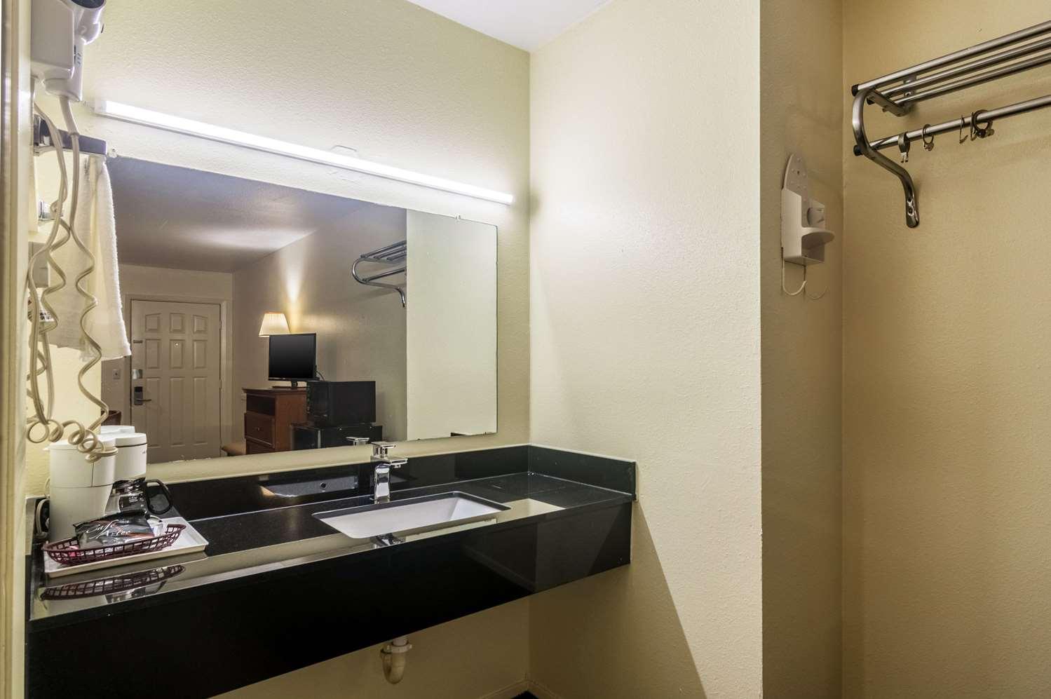 Room - Rodeway Inn Ranger
