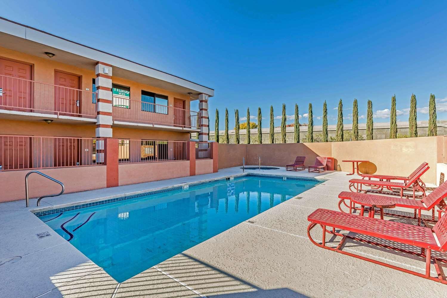 Pool - Quality Inn Red Cliffs Washington