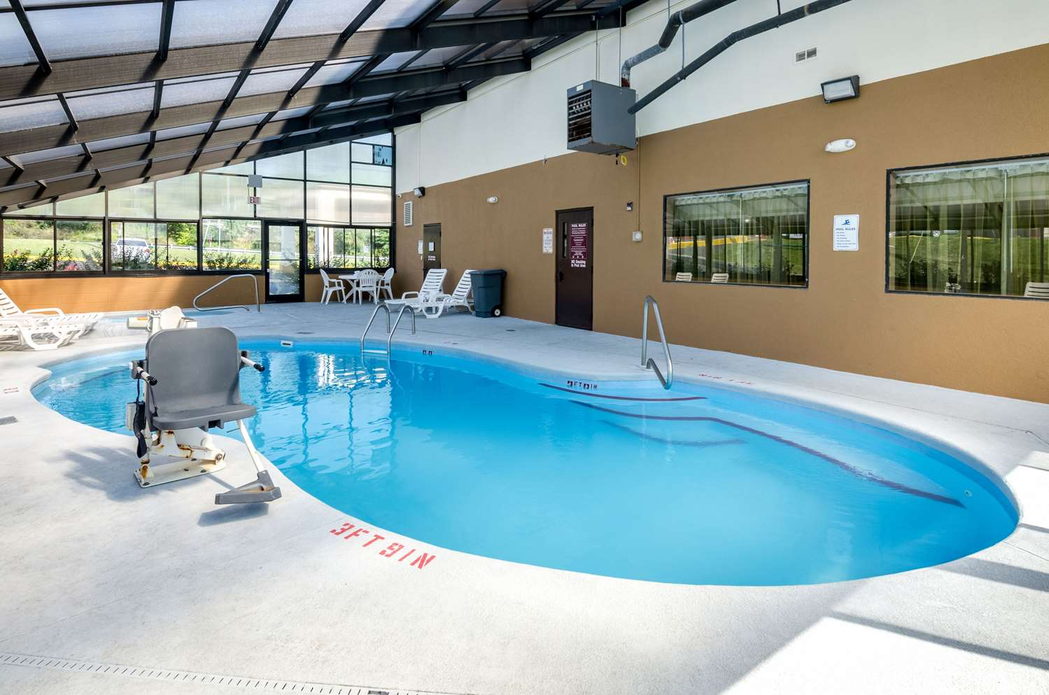 Pool - Quality Inn & Suites Wytheville