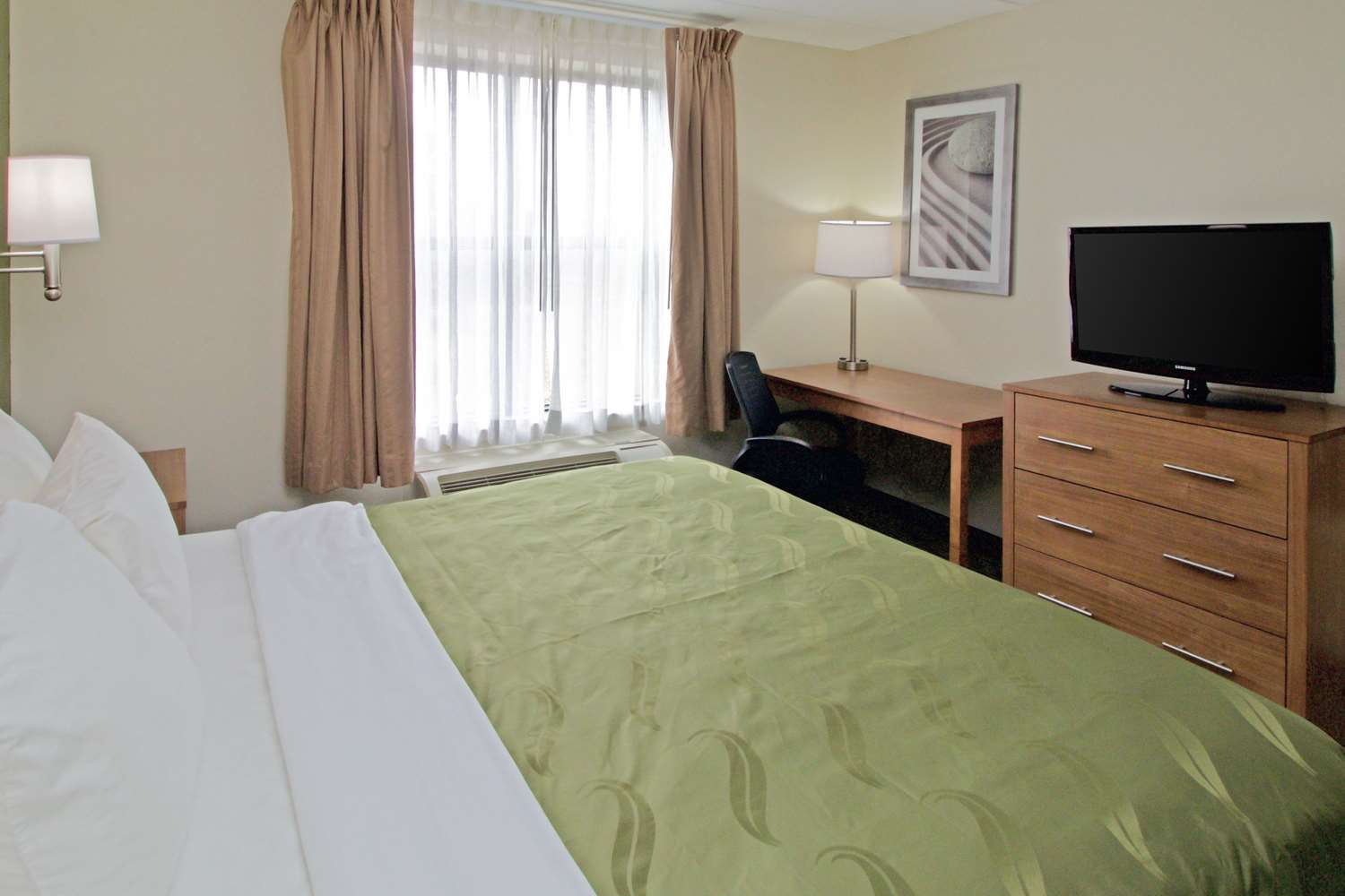 Room - Quality Suites Lake Wright Norfolk