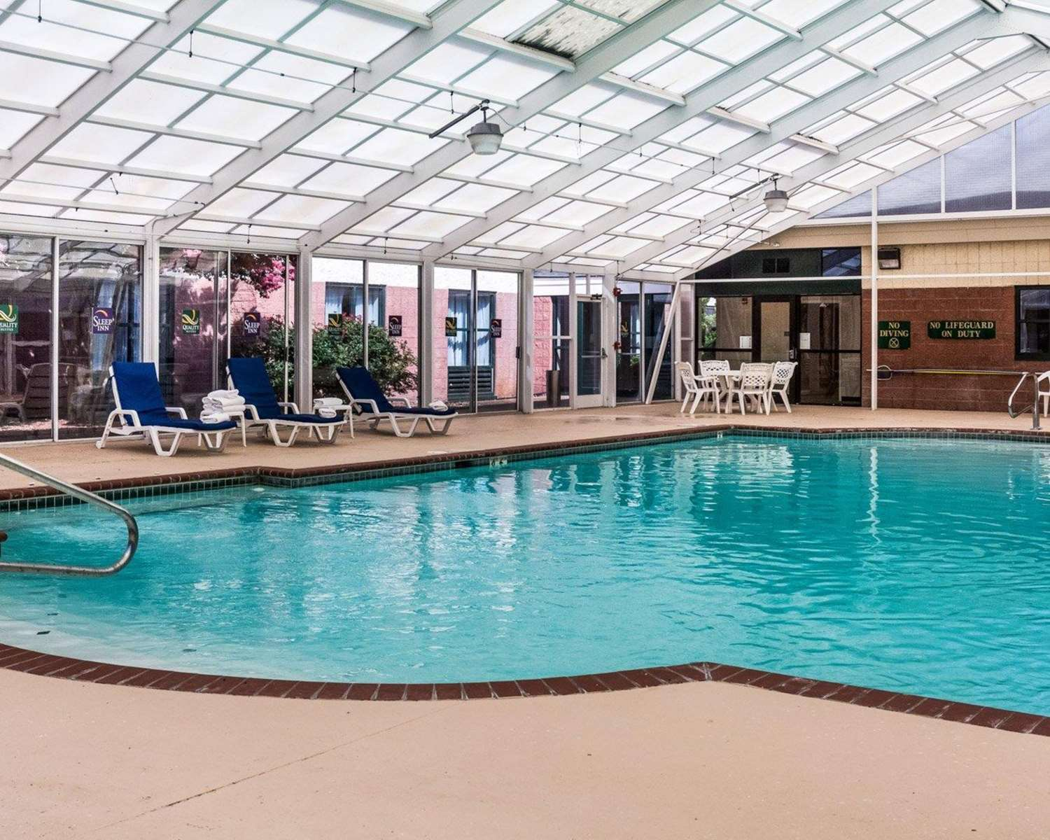 Pool - Quality Suites Lake Wright Norfolk