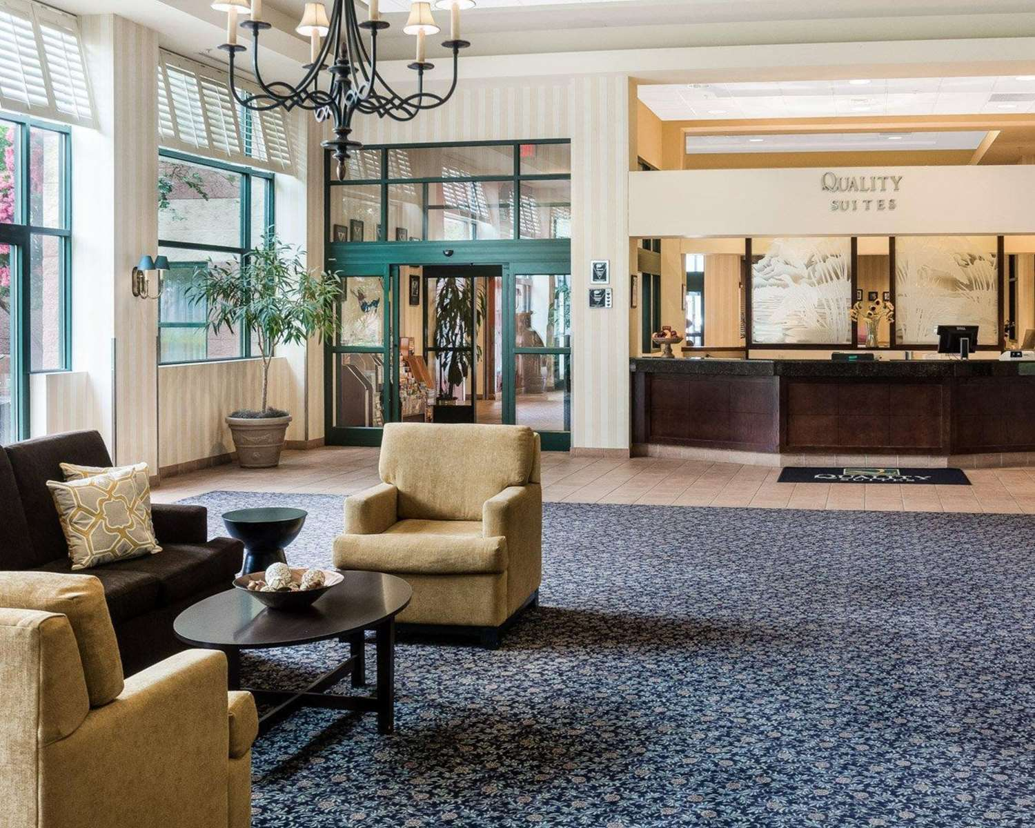 Lobby - Quality Suites Lake Wright Norfolk