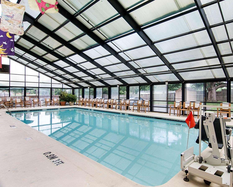 Pool - Comfort Inn Univ Center Fairfax