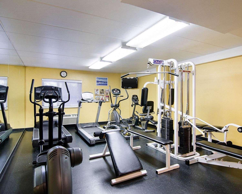 Fitness/ Exercise Room - Comfort Inn Univ Center Fairfax
