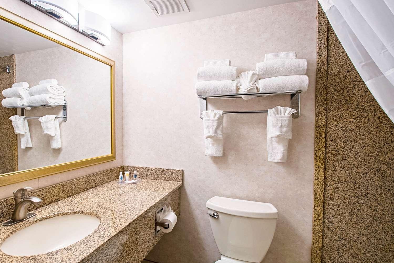 Suite - Comfort Inn Falls Church
