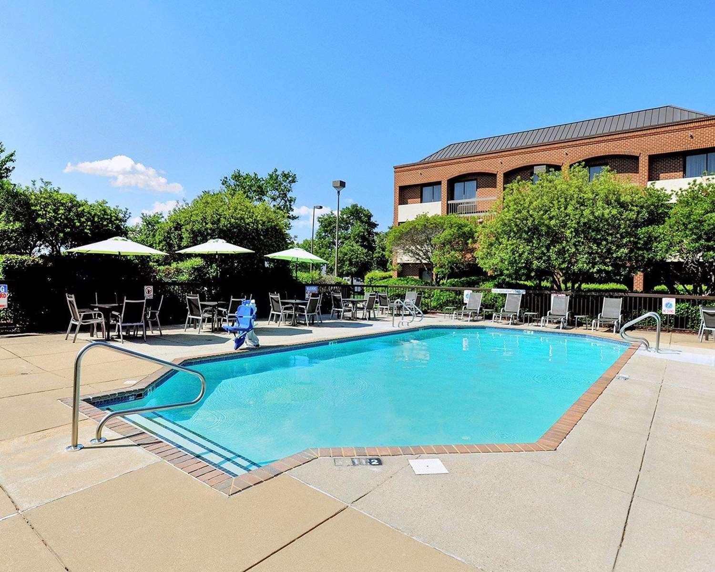 Pool - Comfort Suites Chesapeake