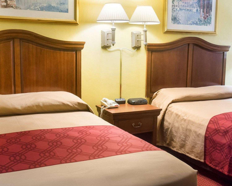Room - Econo Lodge Chesapeake