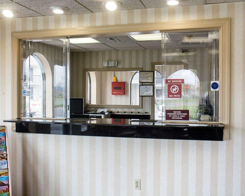 Lobby - Econo Lodge Chesapeake