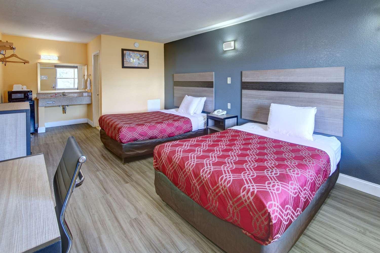 Room - Econo Lodge Military Circle Norfolk