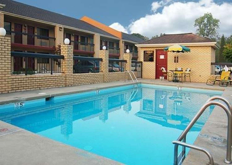 Pool - Quality Inn Wildwood Road Salem