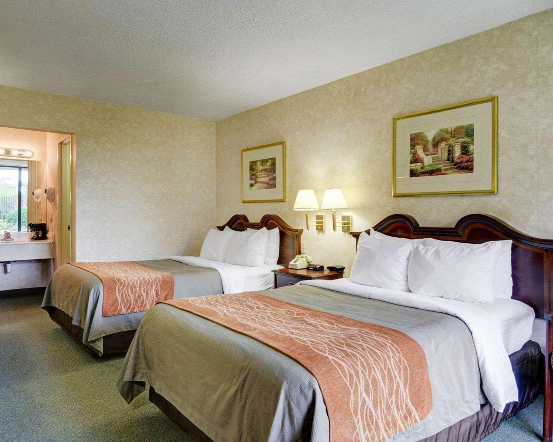 Room - Quality Inn Tysons Corner