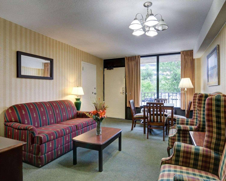 Suite - Quality Inn Tysons Corner