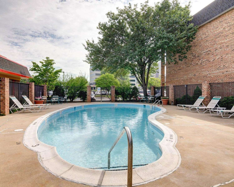 Pool - Quality Inn Tysons Corner