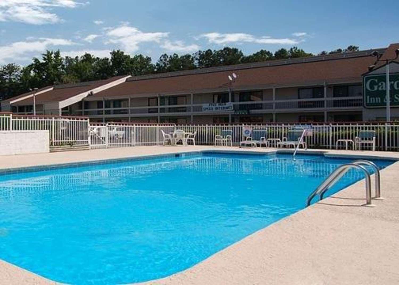 Pool - Econo Lodge West Richmond