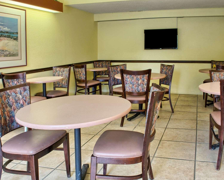 Restaurant - Econo Lodge West Richmond